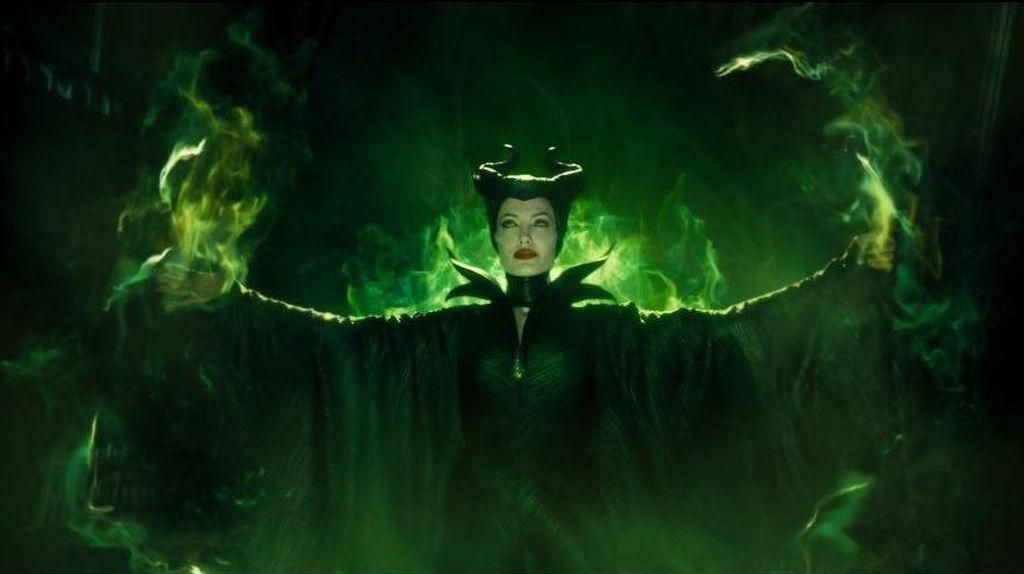 Maleficent 2, Pertempuran Peri dengan Ratu Jelmaan Donald Trump