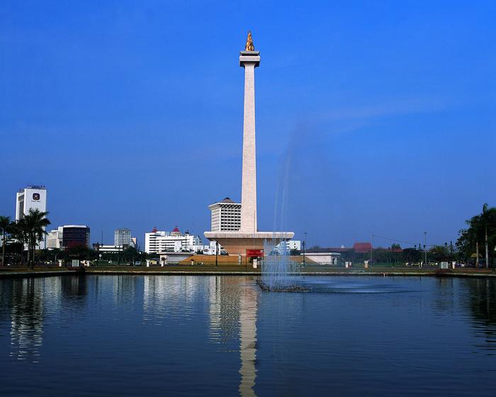 Monas merupakan sebuah tugu peringatan kegigihan rakyat Indonesia melawan kolonialisme Hindia Belanda.