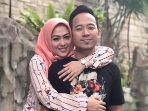 12 Tahun Pernikahan, Shanty Bahagia Lewatkan Masa Sulit dengan Denny Cagur