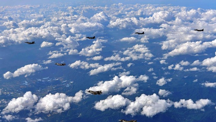 ilustrasi pesawat tempur. Foto: Reuters