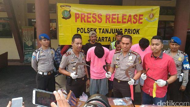 Kapolres Jakarta Utara Kombes Dwiyono menunjukkan barang bukti