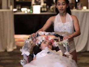 Momen Haru Gadis 12 Tahun dan Adiknya yang Difabel Menari di Pernikahan Ibunya