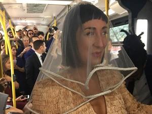 Kisah Unik Pasangan yang Bertemu, Lamaran, dan Menikah di Dalam Bus