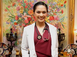 Foto: Kecantikan Mesty Ariotedjo, Si Dokter, Model, dan Pemain Harpa
