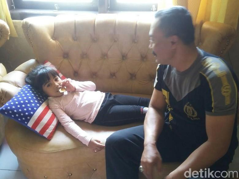 Terpisah dari Orangtuanya, Bocah Perempuan Dirawat di Polsek Blega