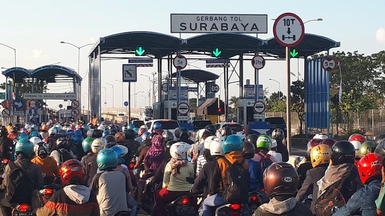 Jembatan Suramadu yang sebelumnya ada tol untuk motor. Foto: Zaenal Effendi