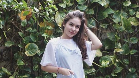 Stefhanie Zamora dan Anak Iis Dahlia Pacaran?