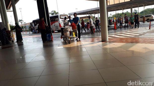 Curhat Porter Bandara Cengkareng yang Kini Gratis: Semangatnya Beda