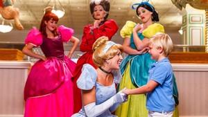 Foto: Makan Bareng Pangeran dan Cinderella, Mau?