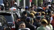 Saat Warga Sukabumi Berlarian Iringi Perjalanan Mobil Jokowi