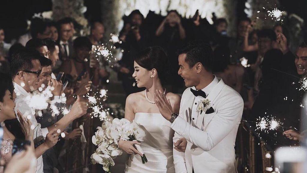 Dion Wiyoko dan Istri Tunda Honeymoon