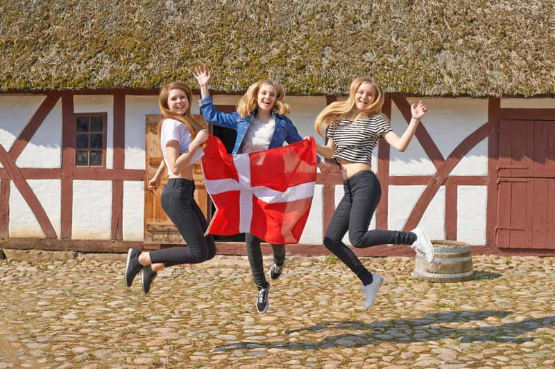Tahun 2016 kemarin, Denmark menempati peringkat pertama dalam penilaian United Nations Sustainable Development Solutions Network atau disingkat UNSDSW dalam survey bertajuk World Happiness Report yang dilakukan PBB. Denmark adalah negara paling bahagia di dunia! (Thinkstock)