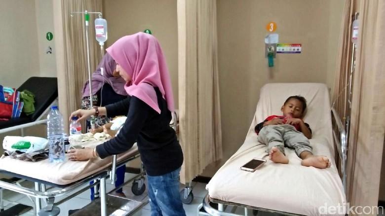 33 Warga Cicurug Diduga Keracunan Usai Santap Sate Kambing Kurban