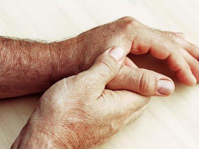 7 Cara Meredakan Rasa Sakit Saat Asam Urat Menyerang