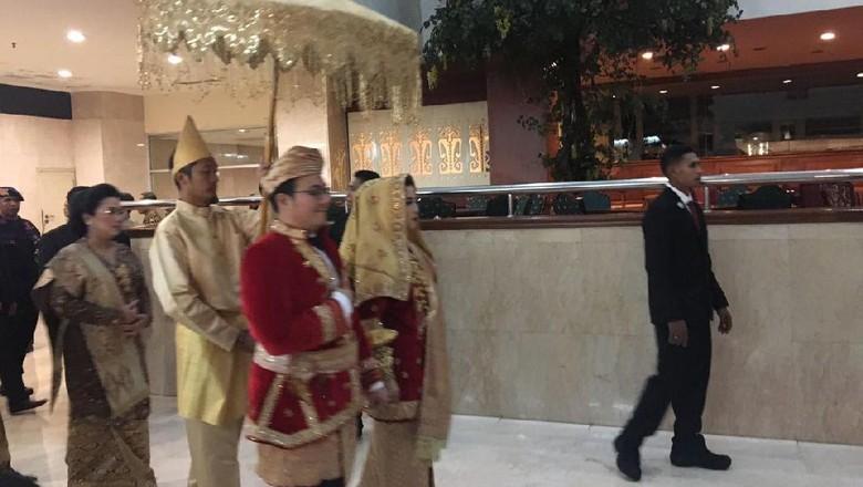 Foto: Nuansa Adat Minang di Resepsi Pernikahan Anak BG-Buwas