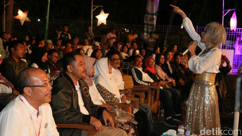 Syaharani ESQI:EF Bikin Banyuwangi Beach Jazz Festival Lebih Syahdu