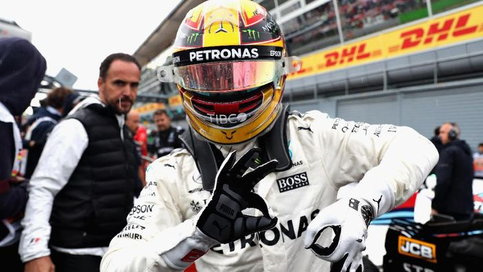 Lewis Hamilton kini memegang rekor pole terbanyak (Foto: Mark Thompson/Getty Images)