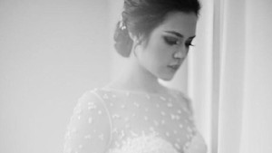 Mau Pakai Gaun Pengantin Cantik Seperti Raisa? Ini Harga yang Harus Dibayar