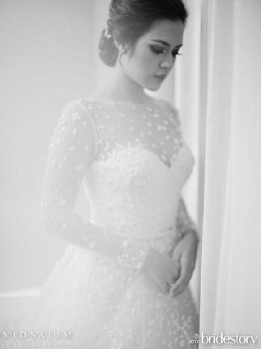 Gaun pengantin Raisa rancangan Elie Saab.