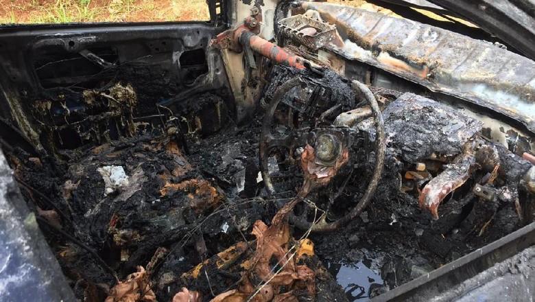 Mobil Honda Brio terbakar (Foto: Istimewa)