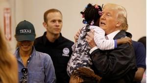 Trump Memuji Upaya Penyelamatan Badai Harvey