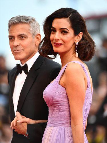 Perdana, Amal Clooney Tebar Pesona Lagi di Karpet Merah Pasca Melahirkan