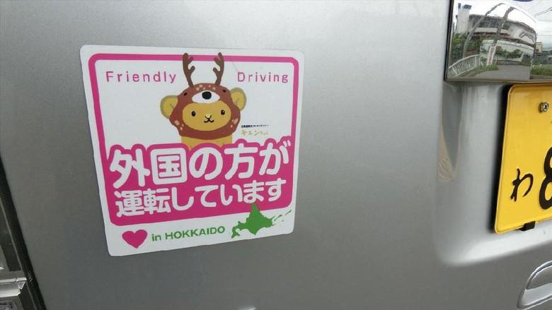 Stiker khusus turis di Jepang (@hakocro/Twitter)