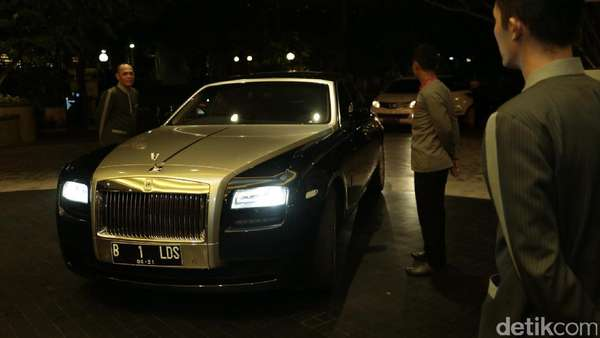 Hadiri Resepsi Raisa-Hamish Daud, Raffi-Nagita Slavina Naik Rolls Royce