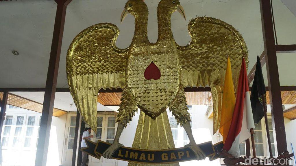 Satu-satunya Lambang Kerajaan Indonesia yang Mirip Bendera Negara Eropa