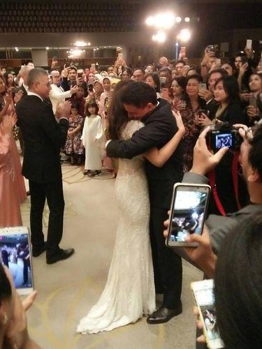 Gaun Raisa saat menikah dengan Hamish Daud.