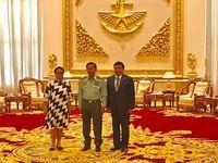 Menlu bertemu Panglima Militer Myanmar membahas konflik Rohingya.