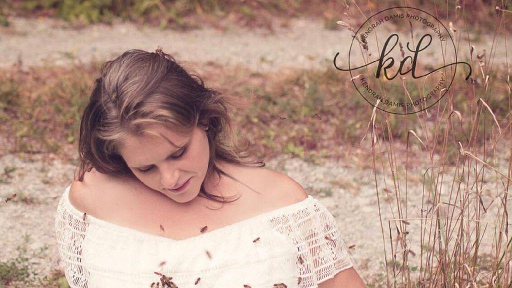 Ibu Ini Lakukan Maternity Photoshoot Bareng Sekumpulan Lebah