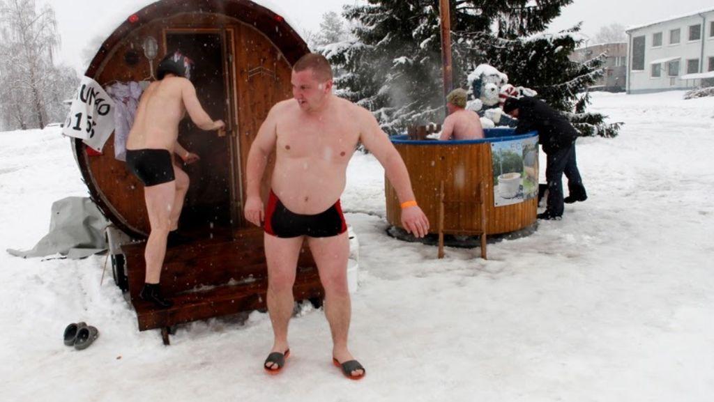 Foto: Ya Ampun, Sauna di Tengah Salju Sambil Lari-lari