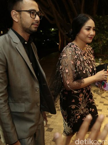 Foto: Adu Gaya Selebriti di Pernikahan Raisa dan Hamish, Siapa Terbaik?