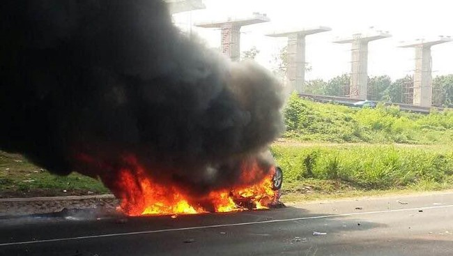 Cegah Mobil Terbakar, Jangan Tinggalkan 5 Benda Ini di Mobil