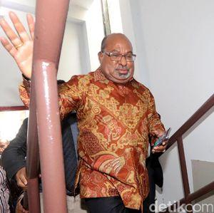 Jelang Natal, Gubernur Papua Minta Tiket Pesawat Jangan Naik Tinggi