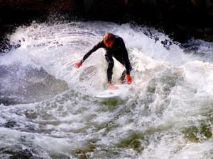 WN Belgia Tewas Tersambar Petir Saat Surfing di Bali