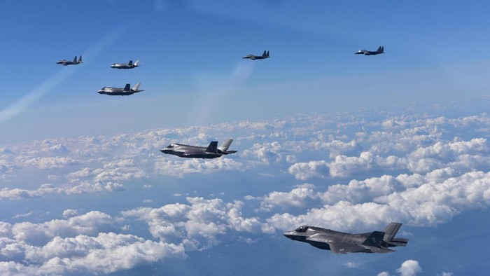 U.S. Marine Corps F-35B fighter jets (front) and South Korean air Forces F-15K fly over South Korea during a joint military drill, South Korea on August 31, 2017. Republic of Korea Air Force/Yonhap/via REUTERS ATTENTION EDITORS - THIS IMAGE HAS BEEN SUPPLIED BY A THIRD PARTY. SOUTH KOREA OUT. NO RESALES. NO ARCHIVE.