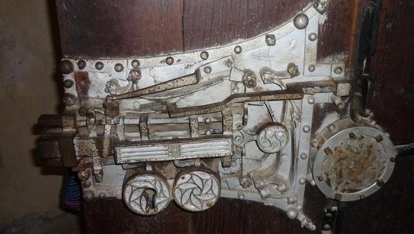 Kunci klasik dari penjara perkawinan. Pasangan yang mau bercerai akan dikurung di ruangan tersebut selama 6 minggu oleh uskup setempat (romania.ici.ro)