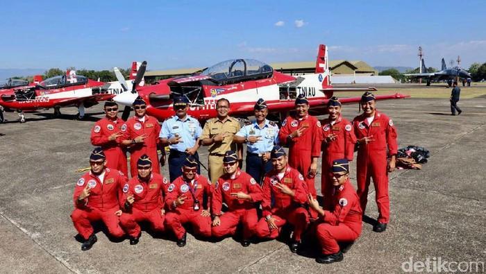Tim Aerobatik Jupiter tiba di Makassar (M Nur Abdurrahman/detikcom)