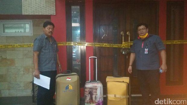 Geledah Rumah Kiki Hasibuan, Polisi Bawa Tiga Koper