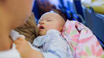 Mengharukan, Penumpang dan Bayinya Dapat Kado Istimewa dari Kru Pesawat