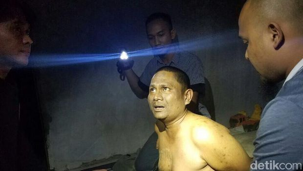 Akbar saat ditangkap polisi di Batam.