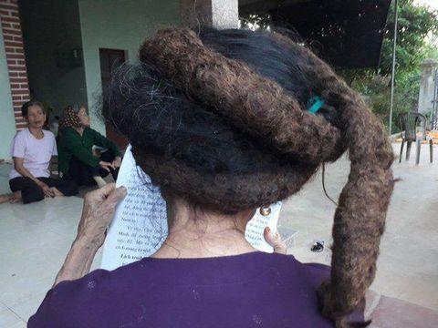 Nenek Trinh Thi Nghien yang rambutnya dijuluki rambut naga.