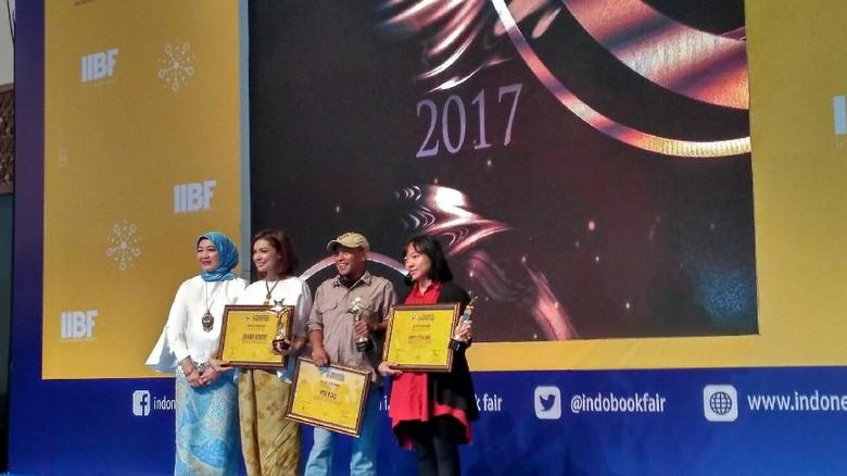Pidi Baiq sampai Happy Little Soul Raih Penghargaan di IIBF 2017   Foto: Istimewa/ Mizan