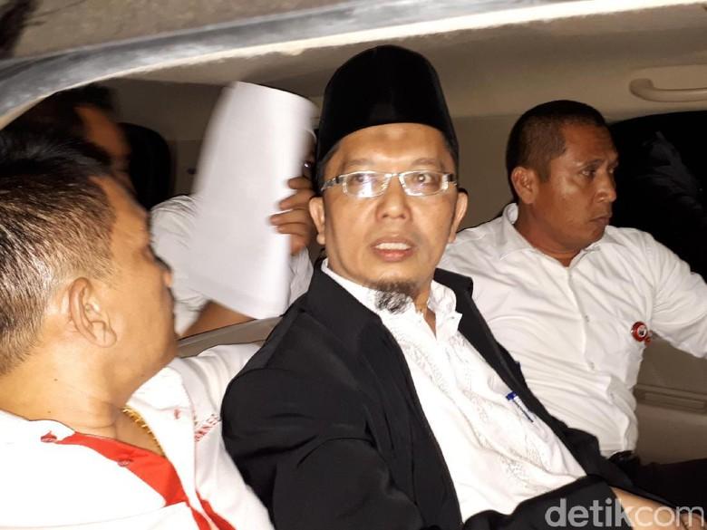 Dibawa ke Jakarta, Alfian Tanjung Langsung Ditahan di Mako Brimob
