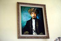 Mahkota saat dipakai Sultan Ternate yang terakhir, Sultan Mudaffar Syah, rambutnya tampak lebih pendek (Wahyu/detikTravel)