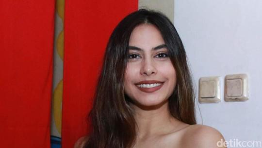 Valerie Thomas yang Makin Cantik dan Seksi