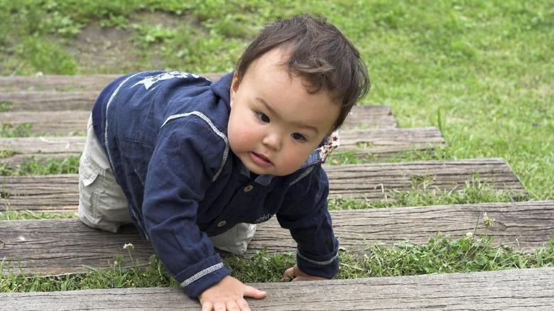 Ilustrasi anak belajar menaiki tangga/ Foto: thinkstock