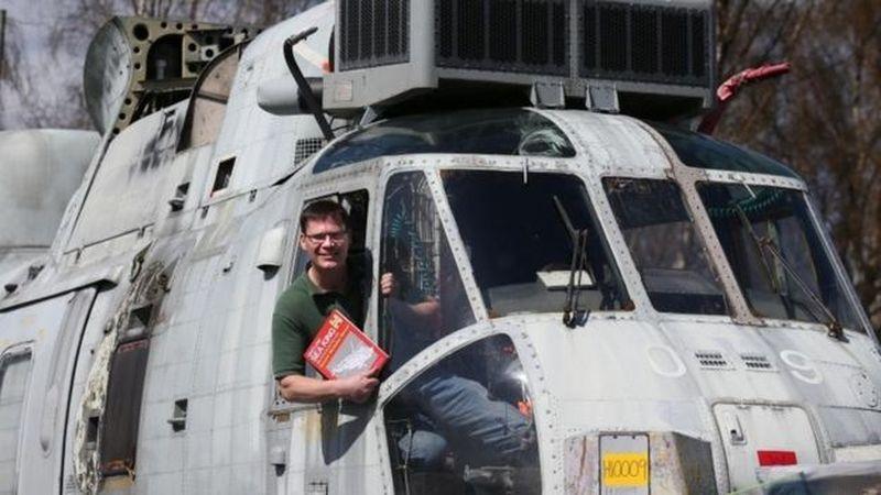 Foto: Ide itu diprakarsai oleh sepasang suami istri petani asal Skotlandia, Martyn Steedman dan Louise. Pada awalnya mereka membeli sebuah helikoper bekas Sea King ZA127 pada sebuah lelang online (Dok. BBC travel)